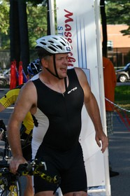 cyclist-with-back-pain-during-triathlon-by-PTWithy.jpg