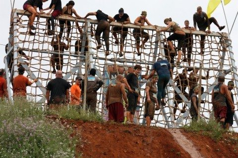mud-run-cargo-net-climbing-wall