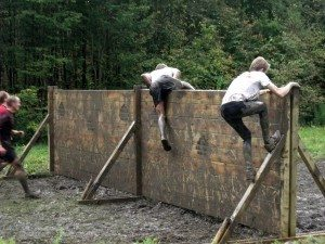 mud-run-climbing-wall-without-help