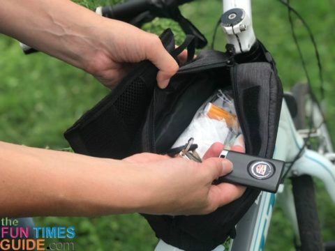 This top tube bag carries miscellaneous stuff I might need while cycling.